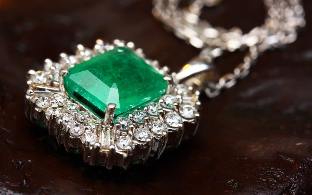 Thinking of Buying a Diamond Necklace? Check Out a Few Tips From the Experts