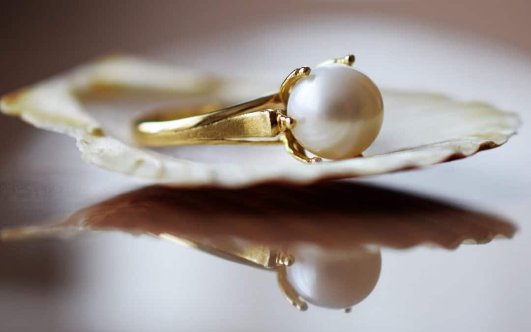 Pearl Engagement Rings: Classy Alternative to Diamonds