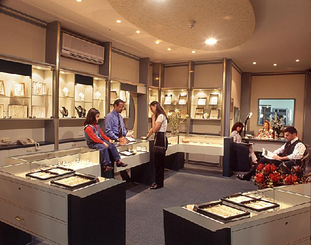 The Advantages of Buying From Wholesale Jewelry Stores