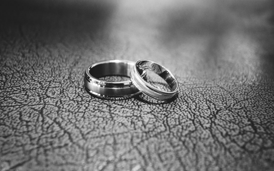 Pros and Cons of White Gold Wedding Bands