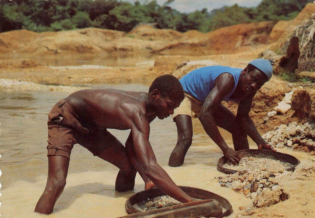 blood diamonds in africa Diamonds have funded brutal wars in countries such as angola, central african republic, the democratic republic of congo, liberia, and sierra leone, resulting in the death and displacement of millions of people there is a reason they are dubbed 'blood diamonds.