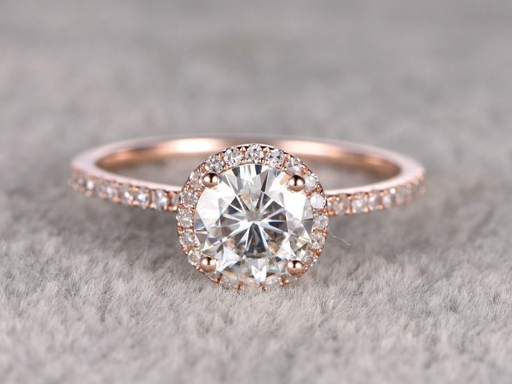 Moissanite Pros and Cons: A Better Option than Diamonds?